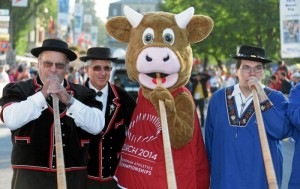 Jungfrau Marathon: Cooly sorgt fuer Stimmung