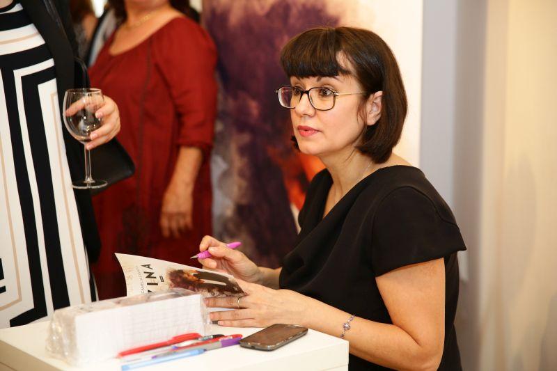 Camelia Cavadia si-a lansat romanul Vina