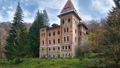 castel abandonat